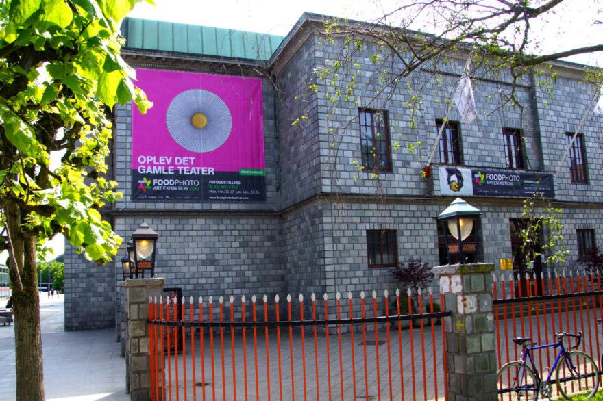 Oplev det gamle Vejle Teater og 280 værker i verdensklasse