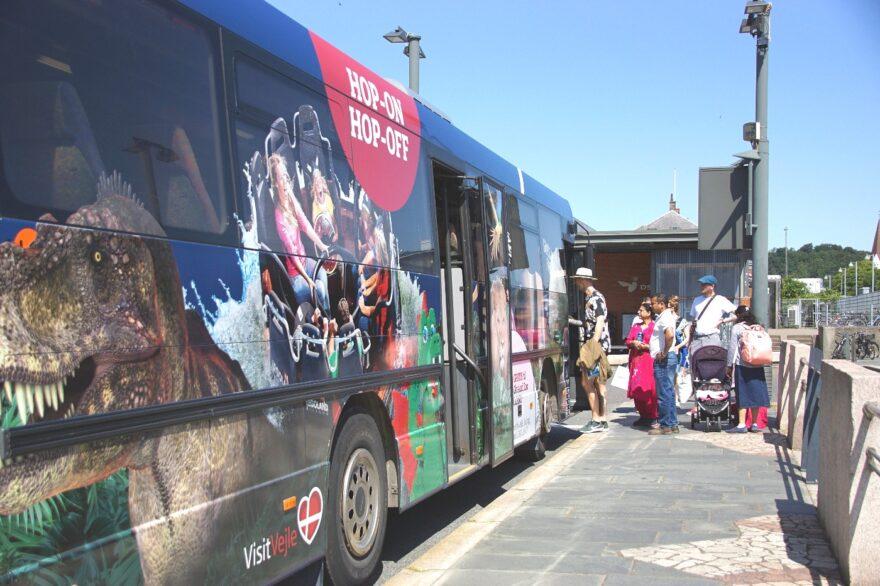 Galleri: Så kører Vejles nye shuttlebus – turen går bl.a. til Jelling, Givskud Zoo og LEGOLAND