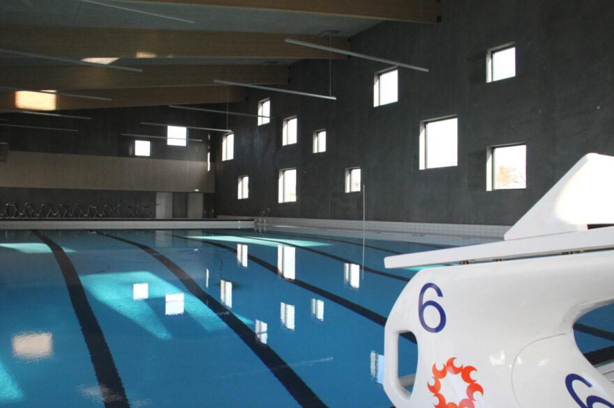 Der er travlt ved billetautomaten i Egtveds nye svømmehal: Se tallene