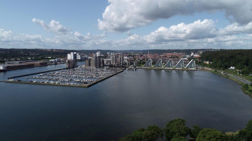 Arkitekter, landskabsarkitekter og kunstnere skal forme fremtidens stormflodsbeskyttelse i Vejle