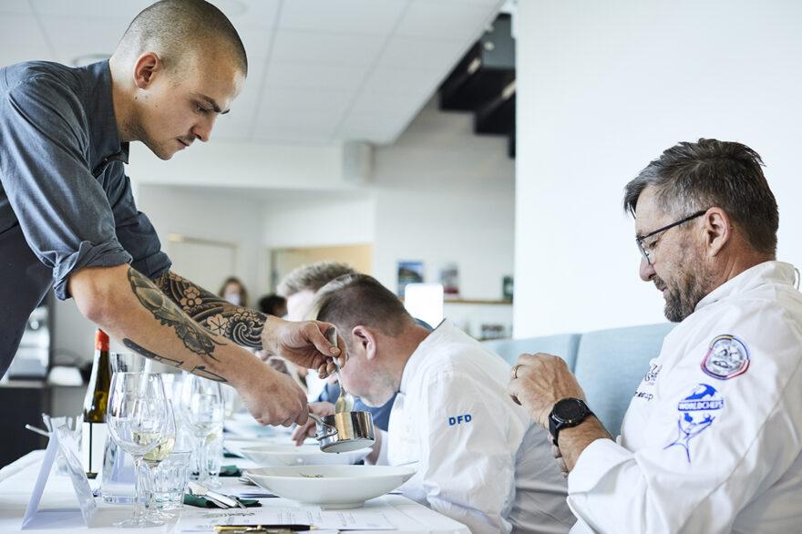 Gourmetkok fra Michelin-restauranten Alchemist løb med Kartoffelprisen 2020